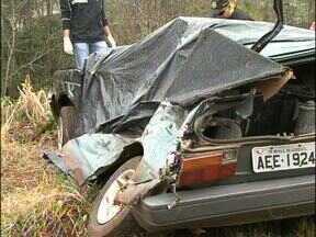 Pai e filha morreram num acidente em Salto do Lontra, no sudoeste do Estado - O carro da família foi atingido por um ônibus.
