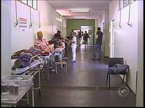 Idosa é oitava pessoa que morre à espera de vaga em hospitais de Bauru, SP - Nesta terça-feira (6) à tarde, uma idosa de 84 anos morreu na UTI depois de aguardar seis dias por um leito clínico, para uma cirurgia cardiovascular. Nos últimos dois meses, oito famílias passaram pela tristeza de perder alguém nos corredores do PS.