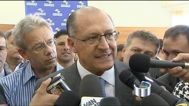 Alckmin reafirma que vai recorrer da decisão da Justiça sobre o Cade - Governador de São Paulo participou de evento em Bom Jesus dos Perdões. 'Não temos nenhuma informação oficial', disse governador sobre os dados.