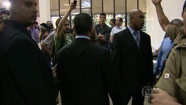 Câmara de BH tem mais um dia de tumulto entre ativistas e segurança - Presidente voltou a afirmar que vai pedir reintegração de posse da Casa.