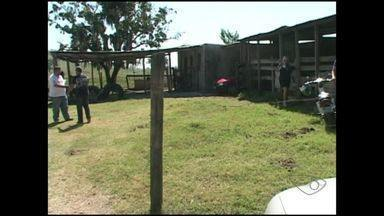 Caseiro é assassinado a tiros no interior de Cachoeiro, ES - O corpo foi descoberto hoje pela manhã pelo dono da propriedade onde o caseiro trabalhava.