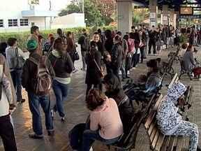 Ônibus funcionam normalmente em Florianópolis - Ônibus funcionam normalmente em Florianópolis; paralisação causou transtorno na quarta e possibilidade de novas paradas não estão descartadas.