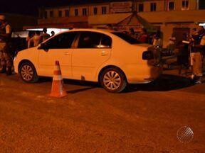 Funcionário de banco é assassinado na cidade de Camaçari na última quarta - Segundo a polícia, a vítima foi abordada por um grupo de homens e recebeu ordens para descer do carro. Ele arrastou veículo na tentativa de fuga e foi atingido por um tiro nas cotas.