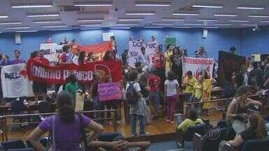 Protesto por melhorias no transporte público termina com detidos em Campinas - O protesto por melhorias no transporte público terminou com prisões na noite de quarta-feira (7), em Campinas (SP). Aproximadamente 100 manifestantes estavam no prédio do Legislativo.