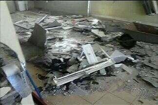 Criminosos voltam a explodir caixa eletrônico em usina de etanol em Quirinópolis - Por duas noites seguidas os terminais eletrônicos em duas usinas de etanol foram alvos de ataques dos criminosos. A polícia suspeita que uma quadrilha esteja agindo na região.