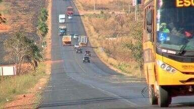 TV flagra ultrapassagem arriscada de caminhão em rodovia de MT - Uma ultrapassagem arriscada de um caminhão foi flagrada pela equipe da TV Centro América na BR-070, em Cáceres.
