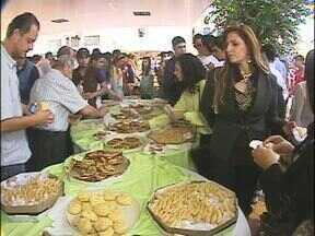 Muçulmanos celebram o fim do Ramadã - Um café da manhã especial foi servido na mesquita