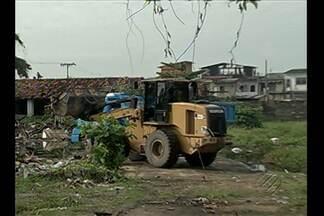 Prefeitura faz coleta em lixão na Terra Firme - O repórter Guilherme Mendes traz as informações.