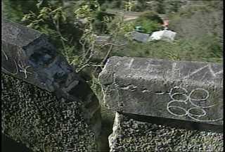 Monumento dos Ferroviários em Santa Maria em más condições - Por falta de conservação, o monumento parece mais um símbolo de abandono.