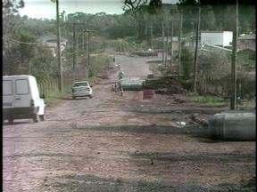 Retomadas obras em rua de Erechim, RS - Asfaltamento havia parado pro falta de pagamento.