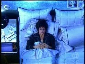 Veja cenas de insônia em sitcom.br (2004) com Marieta Severo - Atriz interpretou personagem que não conseguia dormir