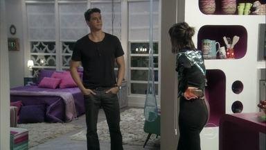 Guto conta para Patrícia que está falido - Ele exige sua parte no apartamento e propõe que os dois morem juntos