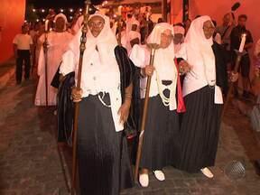 Primeiro dia das celebrações da Irmandade da Boa Morte enche as ruas de Cachoeira - A festa segue até este sábadom com missas e rodas de samba.