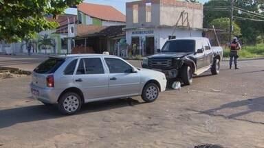 Acidentes graves são registrados no trânsito de Macapá - DOIS ACIDENTES GRAVES FORAM REGISTRADOS NO TRÂNSITO DE MACAPÁ ONTEM À TARDE. EM UM DOS CASOS, UMA PESSOA MORREU.
