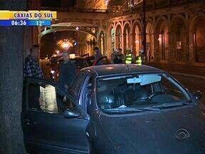 Blitz é realizada na madrugada desta terça-feira em Porto Alegre - Ação faz parte da Operação Transporte Seguro.