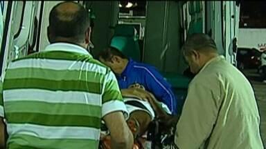 Jogador espera 14 minutos por motorista de ambulância na Taça BH de Futebol Júnior - No jogo entre Coritiba e Criciúma, dois jogadores se chocaram. Um deles levou a pior e teve que ser levado para o hospital.