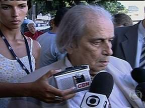 Corpo do criminalista Alcione Barreto será enterrado em Botafogo - Nesta terça-feira (20) o corpo do criminalista Alcione Barreto será enterrado no cemitério São João Batista. Ele tinha 84 anos e morreu em casa, de parada cardíaca.