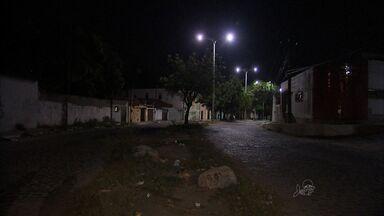 Escuridão facilita ação de bandidos no Conjunto Ceará - População reclama da condição.
