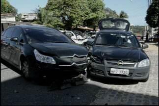 JPB2JP: Dois carros batem e geram grande congestionamento na Capital - Acidente no bairro da Torre.