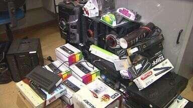 Polícia recupera produtos furtados de loja em Batatais, SP - Aparelhos de som, ar condicionado e celulares estavam escondidos em casa em construção em Ribeirão Preto (SP).