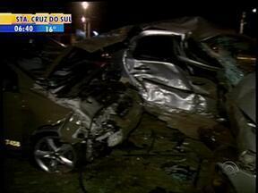 Motorista de um veículo morre em acidente de carro em Santa Cruz do Sul, RS - Em Porto Alegre, um carro capotou, mas a motorista não se feriu.