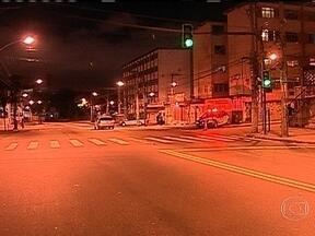 Tiroteio deixa uma criança e dois policiais feridos no Complexo do Alemão, no Rio - Os PMs estavam em patrulhamento de rotina quando encontraram bandidos armados. Tiago Antônio da Silva, de 12 anos, foi baleado na perna. Ele chegou a ser levado para a UPA que fica na favela, mas foi transferido para o Hospital Souza Aguiar.