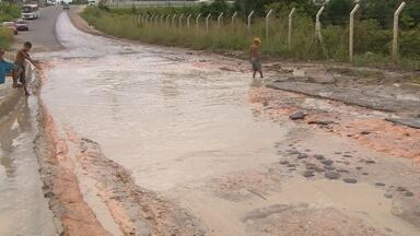 Cratera no Distrito Industrial 2, em Manaus, segue crescendo - Órgãos jogam responsabilidade para outros.