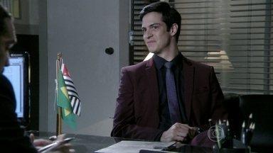 Félix denuncia Atílio - Lutero tenta denunciar Félix para César, mas Atílio é preso antes disso. Márcia assina uma procuração para Jonas representá-la no processo contra o diretor do hospital