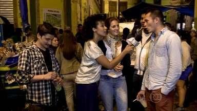 Samba da Pedra Sal atrai cariocas e gringos - A batucada do berço do samba encanta gente do mundo inteiro