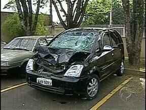 Acidente na BR-369 deixa duas pessoas mortas - Carro atropela e mata pedestre. Motorista também perde a vida enquanto sinalizava o local do acidente.