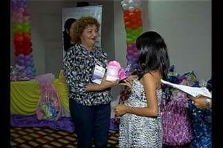 Grávidas participam de chá de bebê coletivo, em Belém - Cerca de 50 mulheres gestantes participaram de evento.