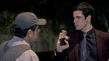 Félix bate com o carro e discute com motorista - Ele fica tenso e é repreendido por policial