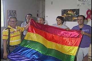 Parada do orgulho LGBT acontecerá neste domingo em João Pessoa - Organizadores cuidaram dos preparativos durante este sábado.