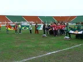 Começou neste sábado a final regional do Guri Bom de Bola - Os jogos estão sendo realizados no Estádio Aldo Dapuzzo.