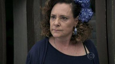 Márcia não deixa Atílio voltar para casa - A ex-chacrete acredita que o diretor do San Magno quer apenas que ela retire o processo contra ele