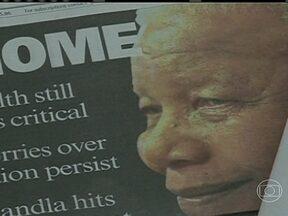 Nelson Mandela volta para casa após três meses no hospital - O ex-presidente continua em estado grave e os mesmos médicos vão cuidar dele. Eles acreditam que em casa Mandela estará junto da família, em um ambiente mais aconchegante e que isso fará bem para sua saúde. Mandela tem 95 anos.
