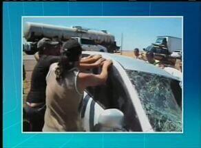 Mulher morre em acidente na BR-153 próximo a Guaraí - O carro bateu em um caminhão