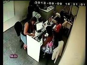 Câmera de instituição financeira flagra tentativa de golpe com documento falso - Reveja também o caso da Dona Ursulina, vítima do golpe do falso bilhete premiado