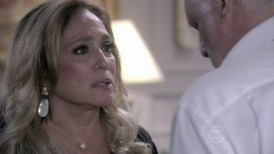 Pilar e César discutem por causa dos filhos - A médica pede para o marido tratar Paloma e Félix de maneira igualitária