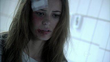 Paloma apanha na cadeia - César, Félix, Rafael e Bruno vão até o Fórum. Uma presidiária tenta assediar Paloma, mas a médica reage e acaba levando uma surra