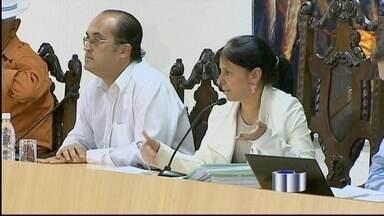 Pressionada, Graça revê decisão e CP contra Ortiz será votada pela Câmara - Pressionada, a vereadora Maria das Graças Oliveira (PSB), reviu a decisão da última quarta-feira (28), que resultou no arquivamento do requerimento que pedia a investigação do prefeito de Taubaté, Ortiz Junior (PSDB).
