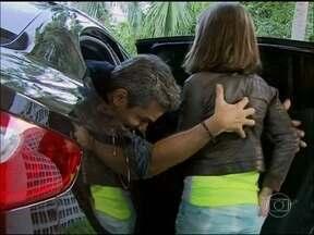 Otaviano Costa sequestra Klara Castanho na porta do Projac - Apresentador leva a atriz para passar um dia no parque de diversões
