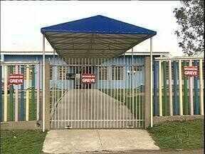 Funcionários da prefeitura de Araucária entram em greve - A paralisação atingiu creches e escolas municipais.