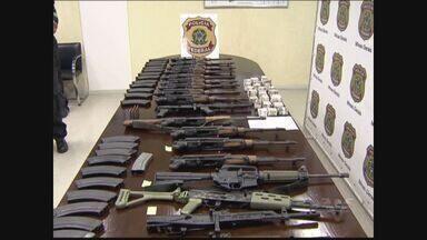 Polícia Federal descobre quadrilha suspeita de tráfico internacional de armas - Cinco pessoas foram presas. As armas que elas traziam para o Brasil entravam no país pelo porto de Santos.