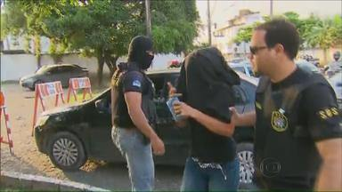 Operação no Grande Recife busca envolvidos com tráfico de drogas e homicídios - Policiais civis e militares participam, desde cedo, da operação.