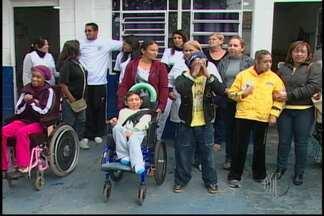 Corte de verba compromete atendimento da Apae de Itaquaquecetuba - O atendimento da Apae de Itaquaquecetuba está comprometido. Segundo diretores e conselheiros da unidade, a Prefeitura cortou o repasse de verbas.
