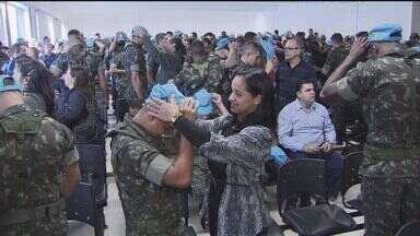 Oficiais do exército brasileiro na Baixada Santista receberam gorro azul - Objeto é o símbolo da Organização das Nações Unidas para quem segue em missão de paz para o Haiti.
