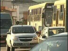 Falta de funcionários e de planejamento complicam o trânsito em Londrina - Muitos motoristas reclamam da falta de sinalização e também de orientação na cidade.
