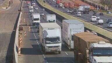 Empresas aumentam cobrança do seguro do caminhão após constantes roubos de carga - As exigências das transportadoras na hora de assinar o contrato também estão cada vez maiores.
