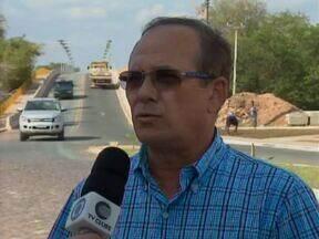 Motoristas e pedestres reclamam da falta de segurança e iluminação na ponte do Mocambinho - Motoristas e pedestres reclamam da falta de segurança e iluminação na ponte do Mocambinho